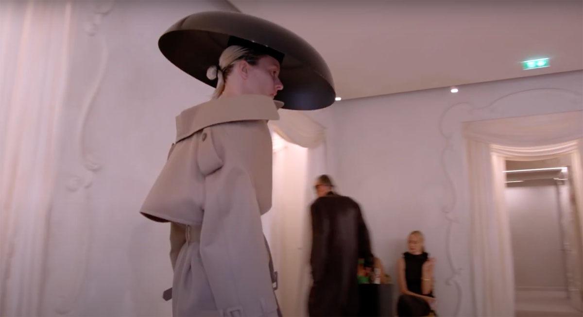 Balenciaga-Haute-Couture-FW2021-22-Automne-Hiver-17
