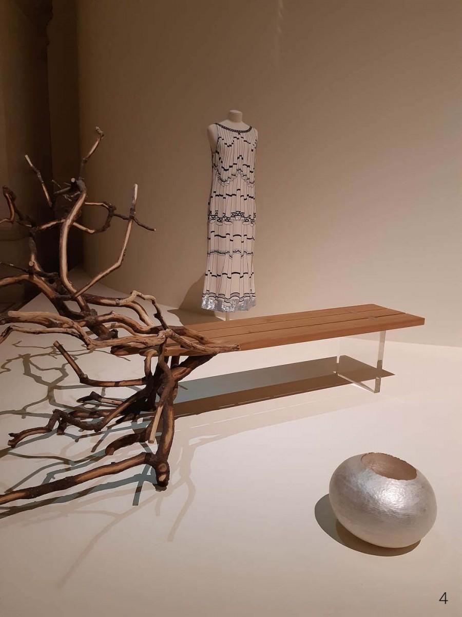 LUXES-_-MAD-16Robe-Lagerfeld-pour-Chloé-1984_BancYmerMalta_Benjamin-Graindorge-2011_chêne-sculpté