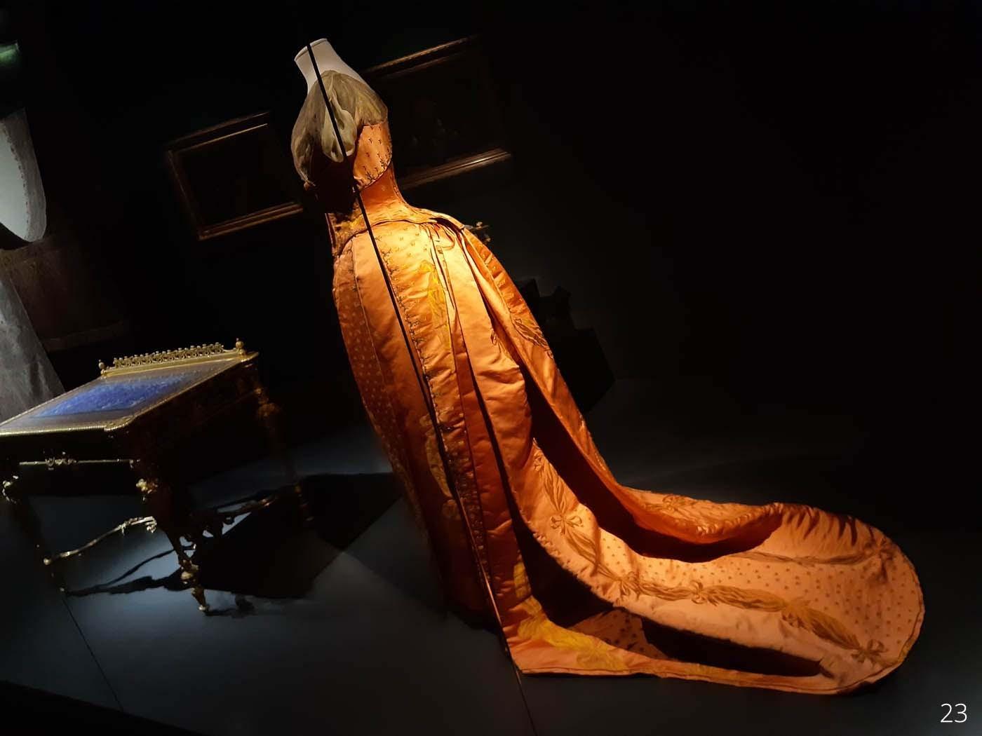 LUXES-_-MAD_B-44-Robe-du-soir-Worth-1885