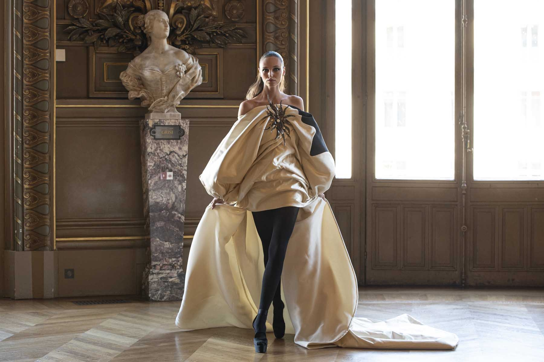 Haute-Couture-Automne-Hiver-2019-20-Stephane-Rolland18