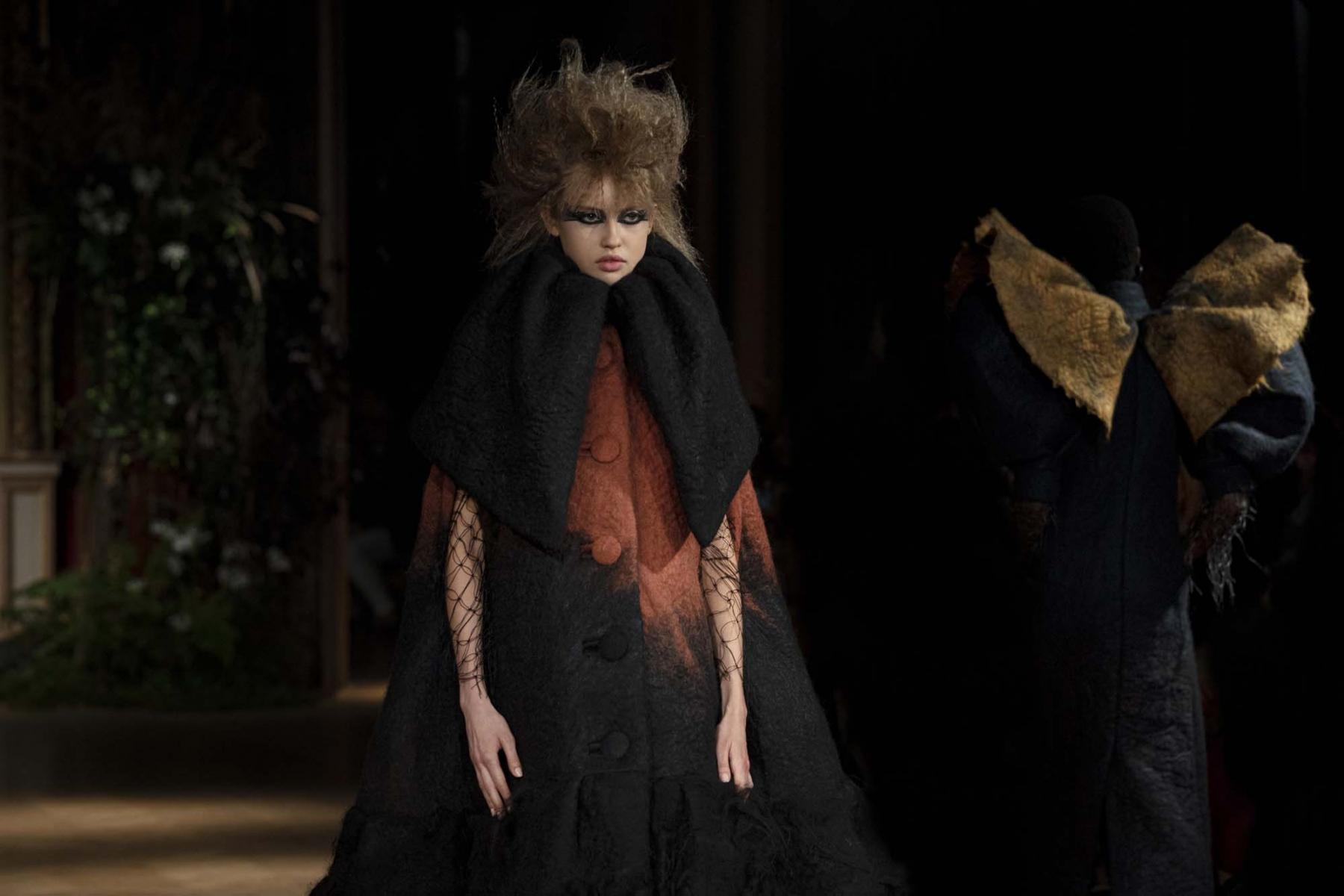 Viktor-Rolf-Haute-couture-Paris-2019-11