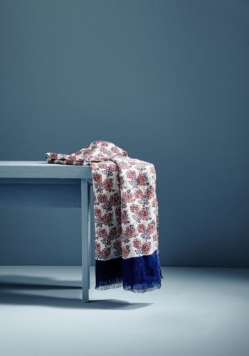 Chèche en lin imprime fleurs bleu blanc rouge